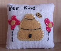 BEEHIVE PILLOW TUCK